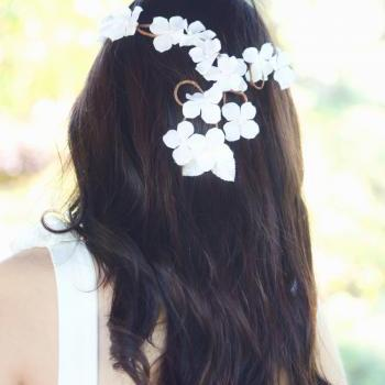 White Hydrangea Blossom Bridal Crown, Bridal Headpiece, White Flower Crown, Special Occasion, White Flowers, Woven Vine Circlet